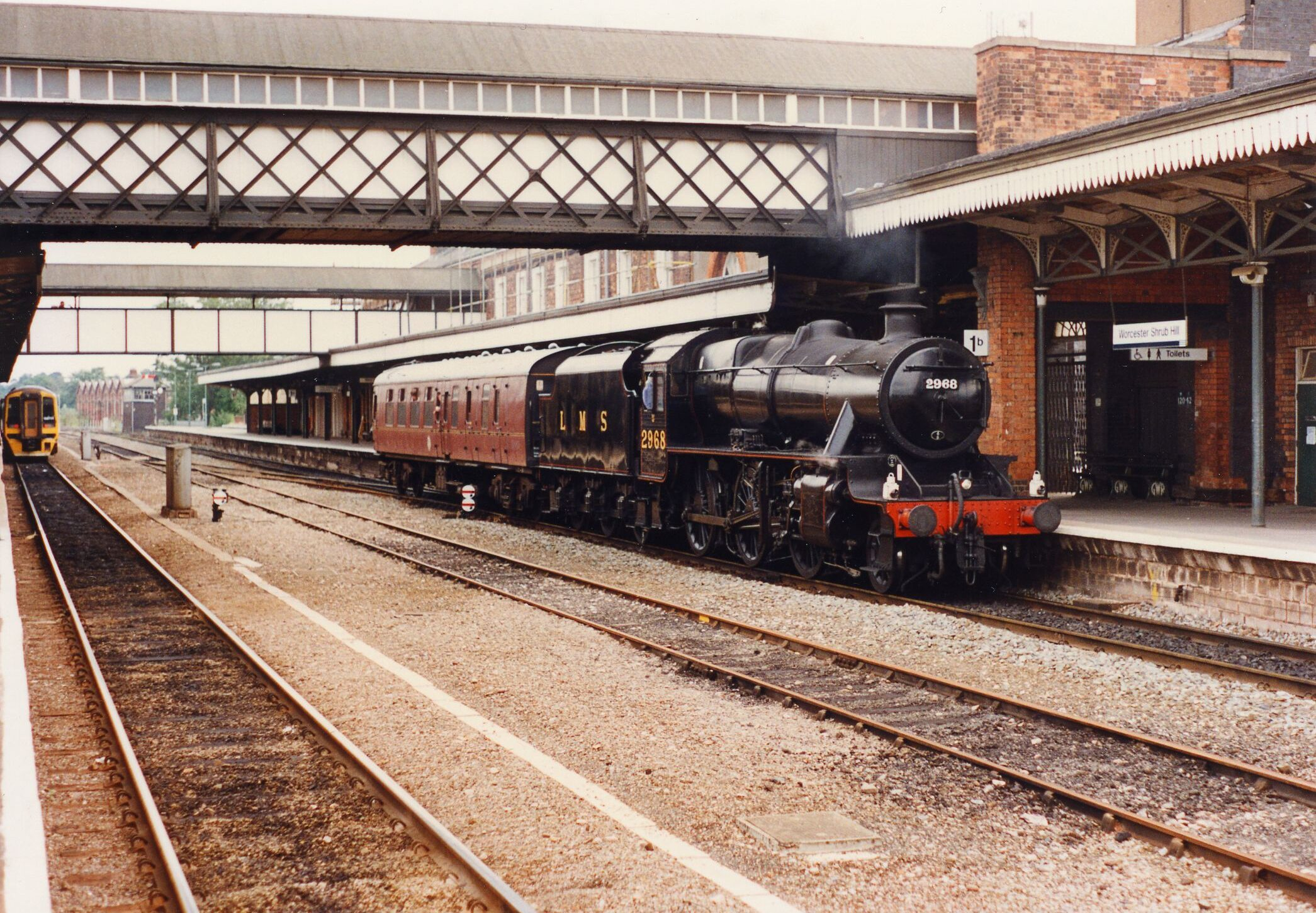 2968 Main Line Test Run Loco and support coach stand at Worcester Shrub Hill with the return run from Gloucester to Kidderminster SVR 31-08-96 Photo R Greaves